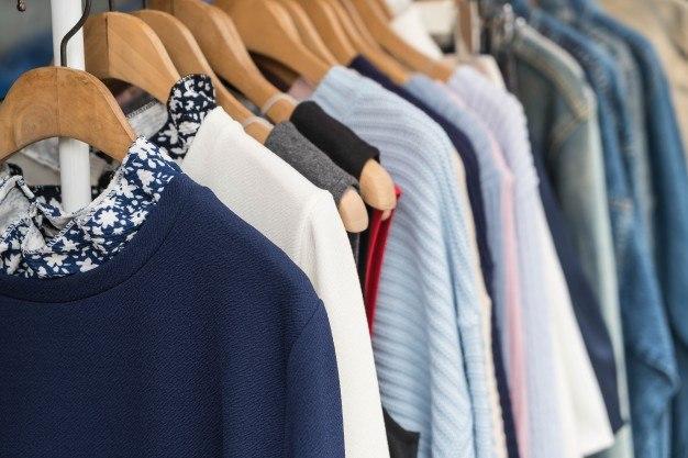 clothes-hang_1339-2012